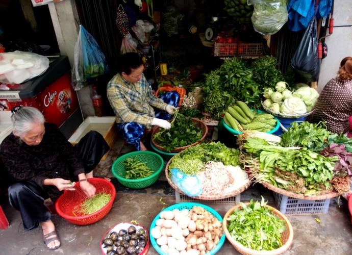 hanoi street food market