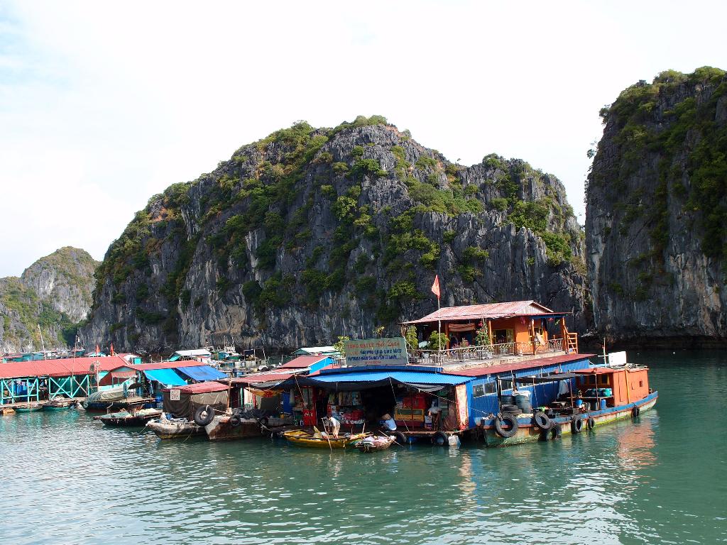 fishing village cat ba island