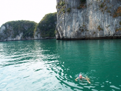 swimming halong bay